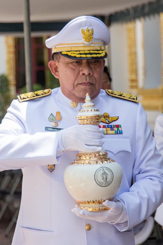 ผู้ว่า กทม.อัญเชิญน้ำศักดิ์สิทธิ์ จากหอศาตราคม ไปเก็บรักษาที่มหาดไทย