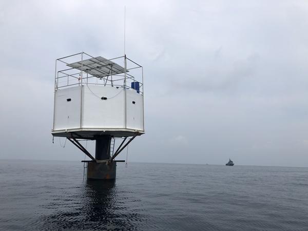 """ทัพเรือภาค 3 เข้าตรวจสอบที่พักลอยน้ำในทะเลของกลุ่ม """"Seasteading"""" แจ้งความเอาผิด-เตรียมรื้อถอนพ้นทางเดินเรือ"""