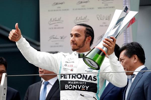 """""""ลูอิส"""" เถลิงแชมป์ F1 เรซที่ 1,000 """"อัลบอน"""" ซิวแต้ม 2 สนามติด"""