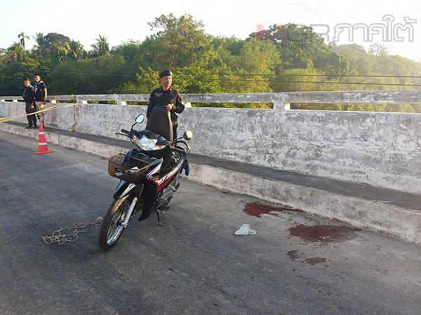 เหี้ยม! 2 คนร้ายประกบยิง อส.กะพ้อ ดับกลางสะพาน