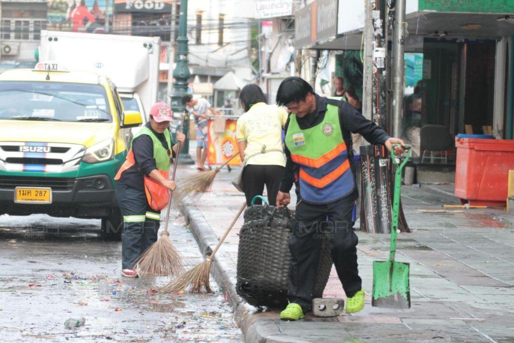 กทม. Big Cleaning ถนนข้าวสารและบริเวณโดยรอบ หลังเทศกาลสงกรานต์ 62 เผย ขยะปีนี้ลดลงกว่าปีที่ผ่านมา