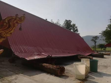 พายุฤดูร้อนถล่มกำแพงเพชร อ่วมแทบทุกอำเภอ บ้านพังหลายร้อย-ศาลาวัดถล่มทั้งหลัง