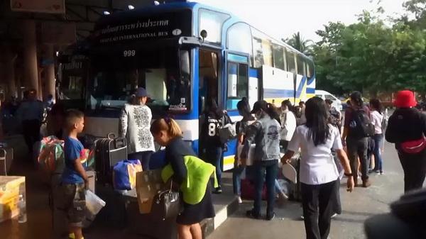 รถโดยสารจากสถานีขนส่ง จ.อุบลราชธานี เพิ่มเที่ยวรถจากปกติวันละ 69 เที่ยวเป็น 104 เที่ยว เพื่อให้เพียงพอต่อความต้องการ