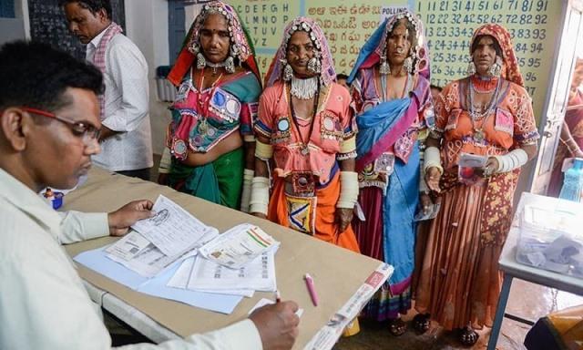 """อินเดียยกเลิก """"การเลือกตั้ง"""" ในพื้นที่ตอนใต้ หลังยึดเงินซื้อเสียง 47 ล้านบาท"""