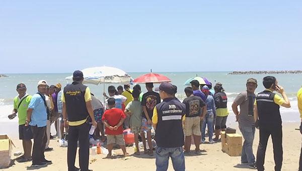 เด็กชายวัย 13 ปี จมน้ำทะเลที่หาดเจ้าสำราญ หลังลงไปเล่นน้ำทะเลกัน 3 คน เจ้าหน้าที่ระดมกำลังเร่งค้นหา