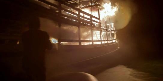 เพลิงไหม้วอด.. เรือข้ามฟากกลางอ่าวพัทยา จนท.เร่งหาสาเหตุที่แท้จริง