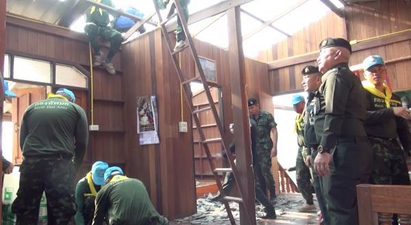 ทหาร-จิตอาสาฯเร่งซับน้ำตาชาวห้างฉัตร เหยื่อพายุถล่ม-ฟ้าผ่าวัวตาย