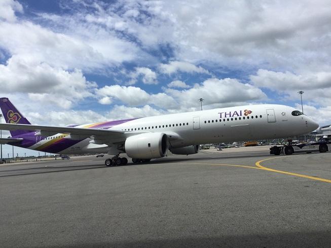 """การบินไทยแจงไม่มีผู้โดยสารบนเครื่องขณะถูกรถขนอาหารชน ในลานจอด """"ชาร์ล เดอ โกล"""""""