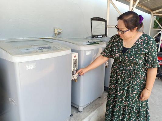 เครื่องซักผ้าหยอดเหรียญภายในหอพักแห่งหนึ่งในจ.มหาสารคาม ถูกโจรทำทีเป็นช่างซ่อมเข้ามางัดเอาเงินในตู้ไปกว่า 2,000 บาท