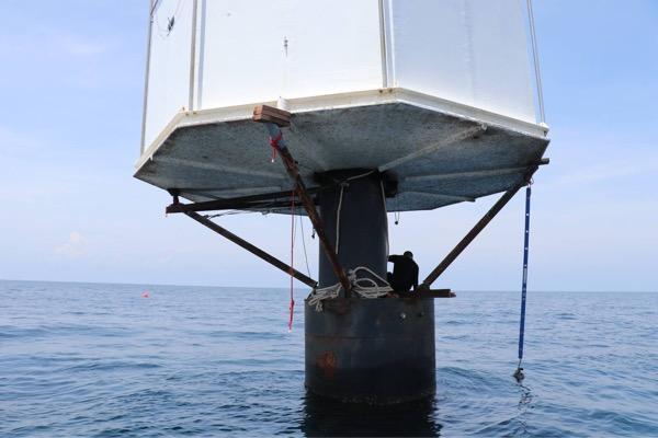 ทัพเรือภาคที่ 3 เข้ารื้อถอน ลากบ้านลอยน้ำเข้าฝั่งเกาะภูเก็ตวันนี้
