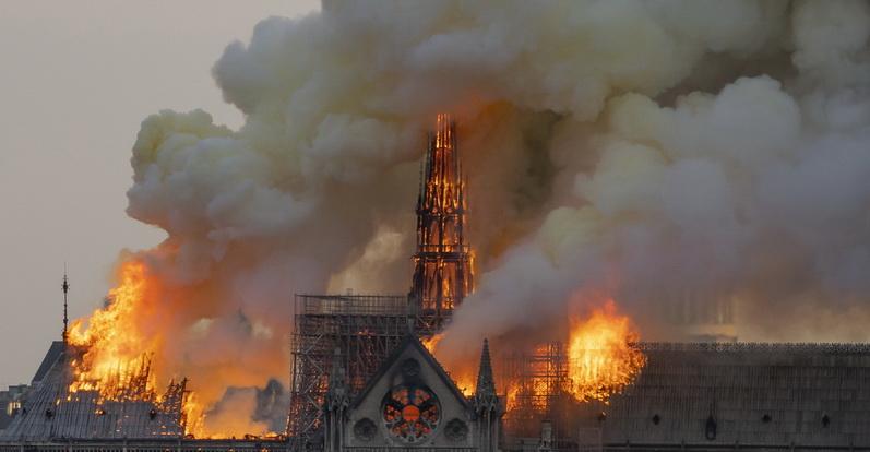 Weekend Focus: ไฟไหม้มหาวิหาร 'น็อทร์-ดาม' แห่งปารีส  ผู้นำฝรั่งเศสตั้งเป้าบูรณะ 5 ปี-ยอดเงินบริจาคท่วมท้น