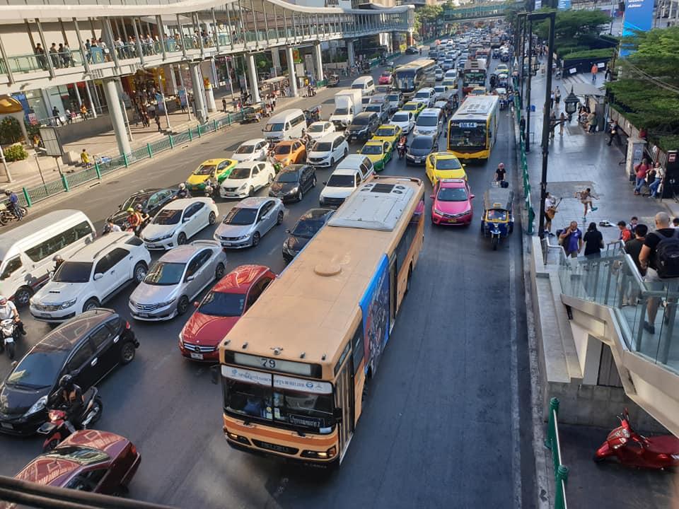 """""""คมนาคม""""ยันขึ้นค่ารถเมล์ตามต้นทุน  เดินหน้าปฎิรูป """"รถใหม่-บริการดี"""""""