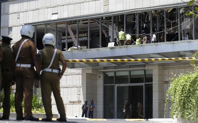 ความเสียหายบริเวณโรงแรมแชงกรี-ลาในกรุงโคลัมโบ
