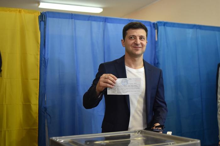 'ดาวตลก'เป็นตัวเก็งปธน.ยูเครนคนใหม่  นำโด่งทิ้งผู้นำปัจจุบันในเลือกตั้งรอบตัดสินวันนี้