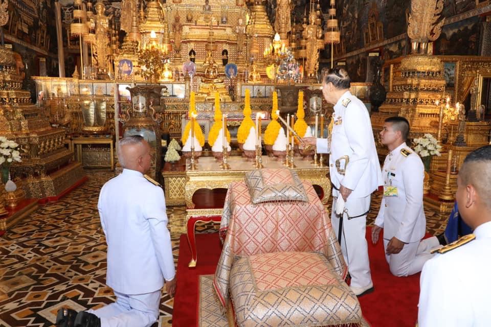 """โปรดเกล้าฯ """"พล.ร.อ.ม.จ.ปุสาณ"""" เป็นผู้แทนพระองค์ ในการพระราชพิธีจารึกพระสุพรรณบัฏ ดวงพระบรมราชสมภพ และ แกะพระราชลัญจกรประจำรัชกาล"""
