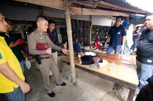 สลด!สามีหนุ่มกำแพงเพชร ฆ่าปาดคอเมียดับคาห้อง ก่อนอุ้มลูกเลี้ยงวิ่งให้รถชนหวังฆ่าตัวตาย