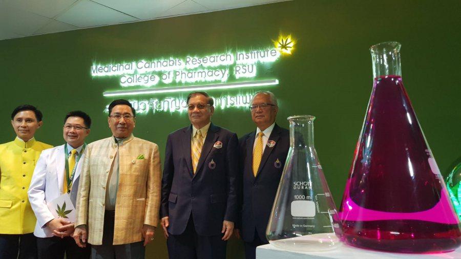 ม.รังสิต เปิดตัวสถาบันวิจัยกัญชาฯ แห่งแรกของไทย เผยได้รับอนุญาตปลูกแล้ว เร่งปรับปรุงสายพันธุ์