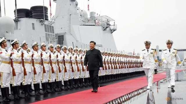 """จีนอวด """"เรือพิฆาตลำใหม่"""" ในพิธีสวนสนามครบรอบ 70 ปีกองทัพเรือ"""