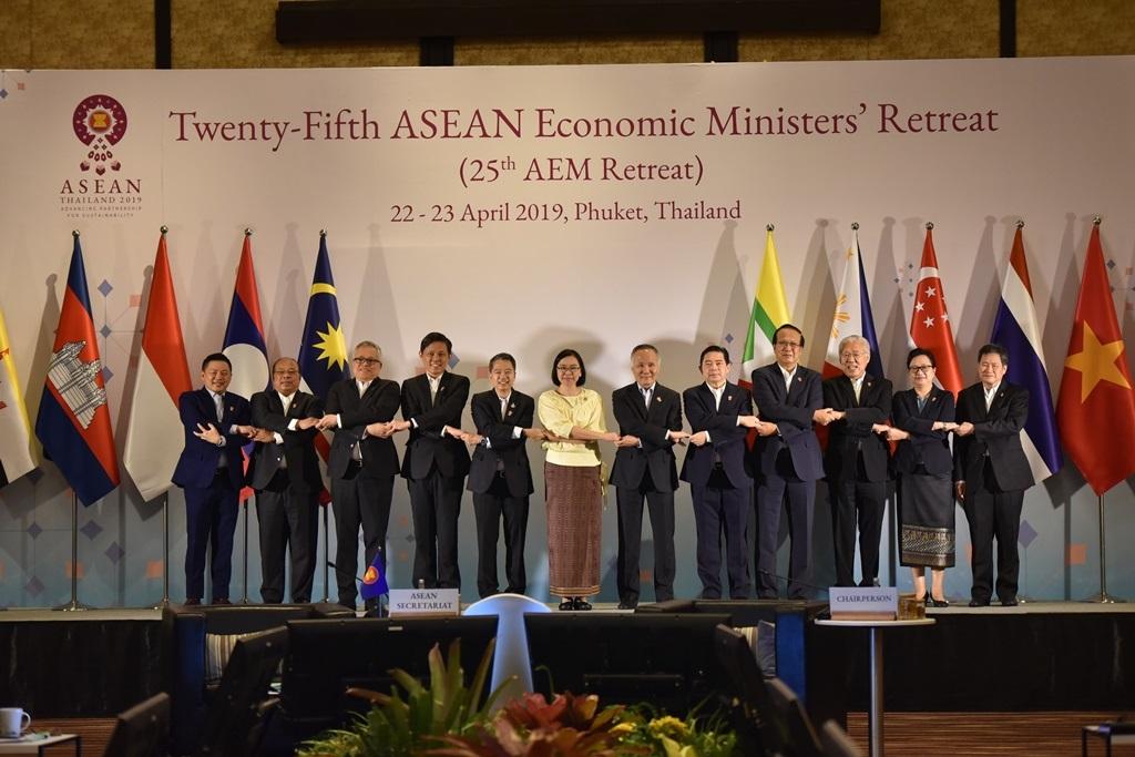 อาเซียนสั่งลุย13ประเด็นเศรษฐกิจ พร้อมจับมือปฏิรูป WTO หวั่นองค์กรเดี้ยง