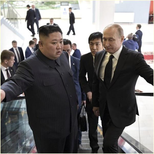 """InPics& Clips: กระบอกเสียงเกาหลีเหนือรายงาน """"คิม จองอึน"""" บอกปูตินให้รู้ถึง """"ซัมมิตกับทรัมป์"""" ก่อนกลับวันนี้"""
