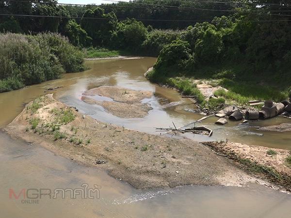 ร้อนจัด! น้ำในคลองอู่ตะเภาตอนบนลดลงจนเห็นสันทรายและขอนไม้