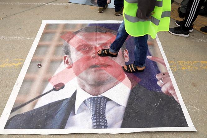 "In Clips: ""15 ล้านครัวเรือนฝรั่งเศส"" ได้อานิสงค์นโยบายลดภาษีมาครง 5 พันล้านยูโร แก้ปัญหาเสื้อกั๊กเหลือง - ผู้ประท้วงเดินหน้าสู่รัฐสภายุโรป"