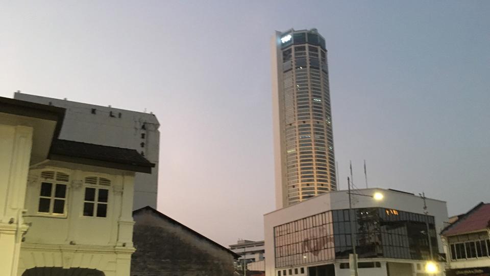 อาคารกอมตาร์ สูงที่สุดในปีนัง มองจากถนน Jalan Transfer