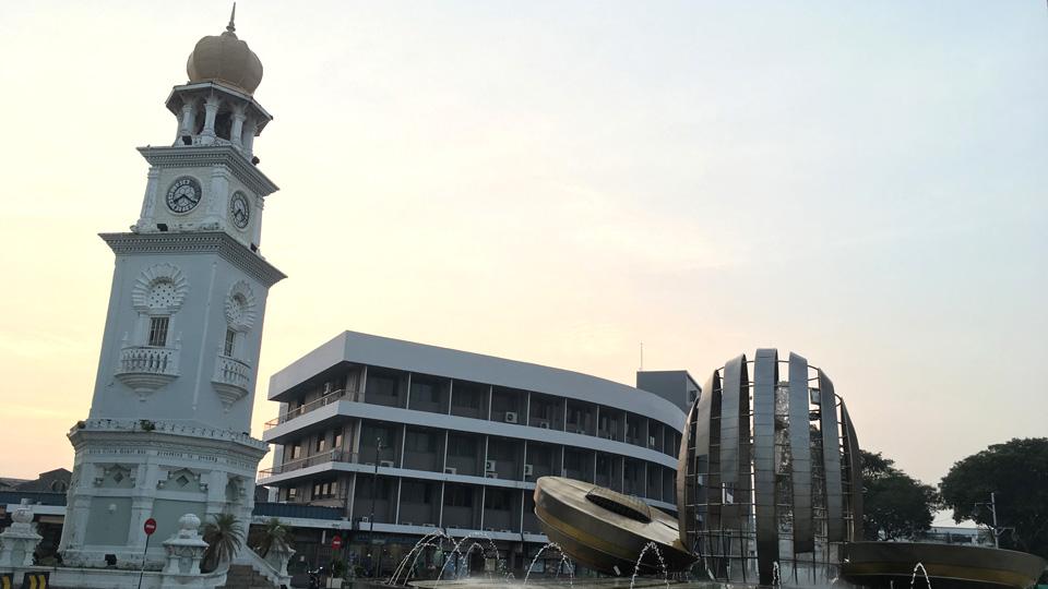 หอนาฬิกาควีนวิคตอเรีย (Queen Victoria Clock Tower) สร้างขึ้นเพื่อเฉลิมฉลองพระชนม์มายุ 60 พรรษาของพระราชินีวิคตอเรียแห่งอังกฤษ ในปี ค.ศ.1897