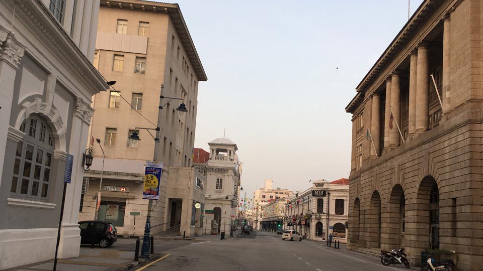 ถนนเลบูห์ พันตาย (Lebuh Panai) หรือถนนชายหาด (Beach Street) เป็นย่านการค้าและสถาบันการเงินในอดีตของปีนัง
