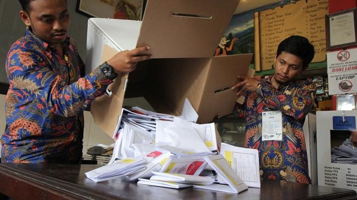 จนท.นับคะแนนเลือกตั้งอิเหนา  ตายไปแล้วกว่า 270 คน  หลังป่วยเพราะตรากตรำทำงานเกินกำลัง