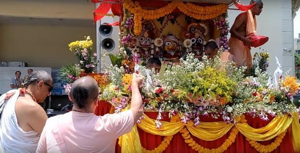 สมาคมไทย-เนปาลีจัดเทศกาลแห่ราชรถถวายพระพรพิธีบรมราชาภิเษก