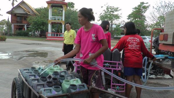 แล้งหนัก 6 หมู่บ้านที่อ.พยัคฆภูมิฯ  กว่า700ครัวเรือนไม่มีน้ำกินน้ำใช้