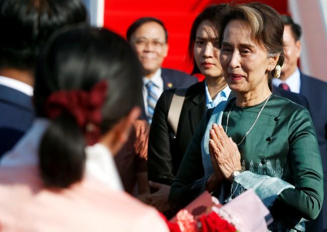 'อองซานซูจี' ถึงพนมเปญเยือนเขมรกระชับสัมพันธ์สองชาติ