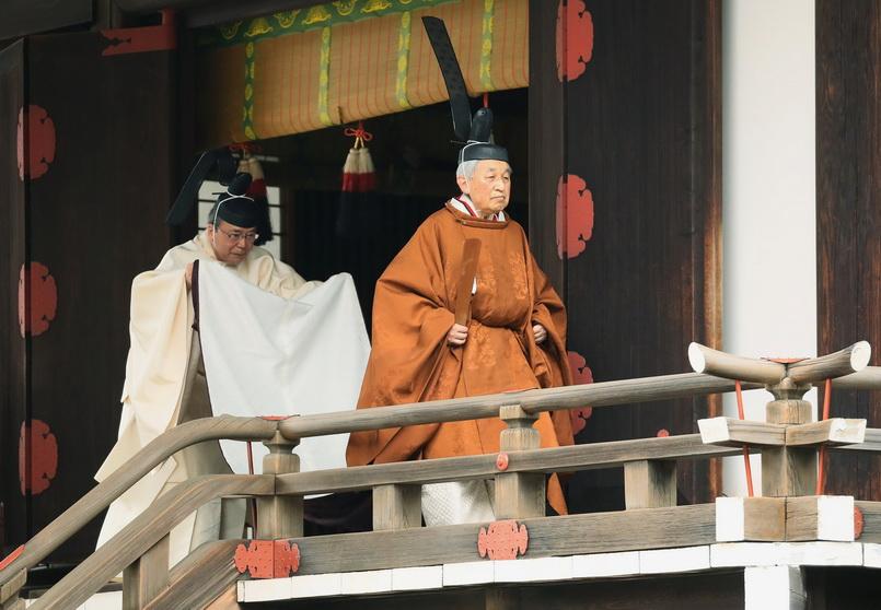 จักรพรรดิอากิฮิโตะทรงประกอบพิธีบวงสรวงแจ้งพระราชประสงค์สละราชสมบัติ