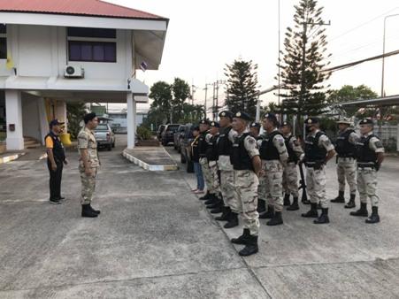 พลเมืองดีแจ้ง จนท.บุกจับพ่อค้ายาสบปราบ พบกางเต็นท์กลางป่าเสพ-ขาย