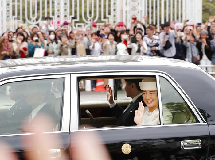 """จักรพรรดินารูฮิโตะให้คำมั่นใส่ใจพสกนิกร  ญี่ปุ่นเฉลิมฉลองแผ่นดินใหม่รัชสมัย""""เรวะ"""""""