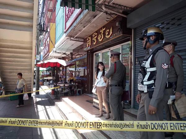 ล่าโจรควงปืนบุกปล้นร้านอัญมณี รุมทำร้ายเจ้าของร้านกวาด 3 แสน