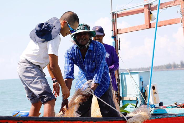 """เครือเจริญโภคภัณฑ์ สนับสนุน ประมงพื้นบ้านหัวไทร จ.นครศรีธรรมราช """"วางซั้งกอสร้างบ้านปลา เพิ่มผลผลิตสัตว์น้ำ"""""""