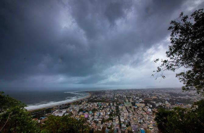 อินเดียเร่งอพยพแล้วร่วม8แสนคน ก่อนพายุใหญ่'ฟานิ'ขึ้นสู่ฝั่งวันพรุ่งนี้