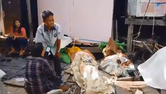 คนสวนวัย 40 ดื่มเหล้านอนเสียชีวิตปริศนาหน้าห้องพักเพิงสังกะสี ย่านปากเกร็ด