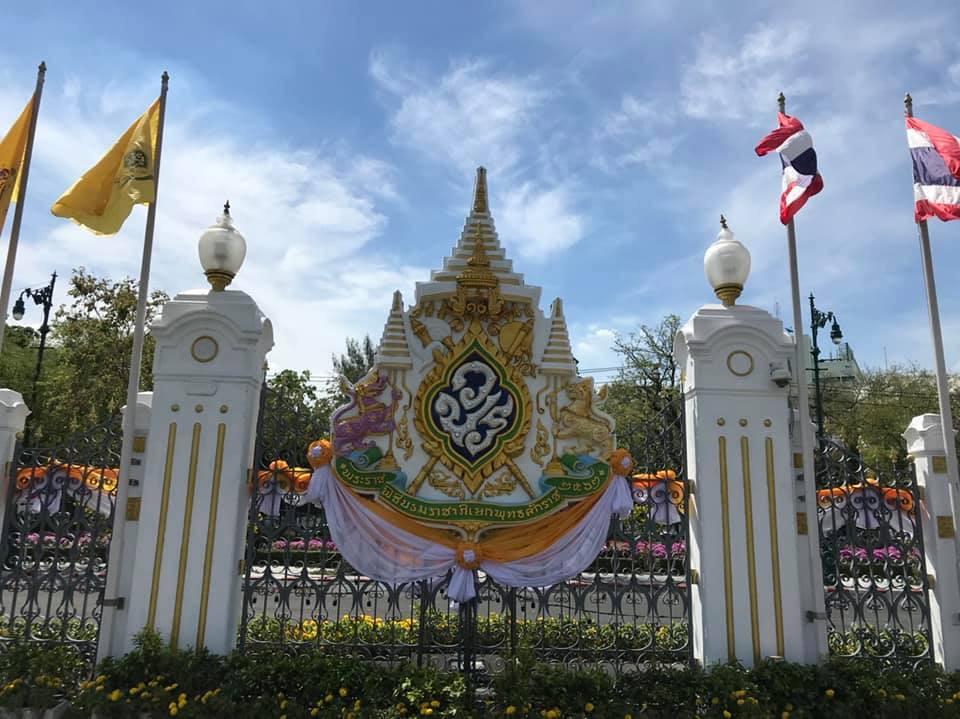 ปชช.พร้อมใจใส่เสื้อเหลือง สถานที่ต่างๆประดับธง ฉลองพระราชพิธีบรมราชาภิเษก
