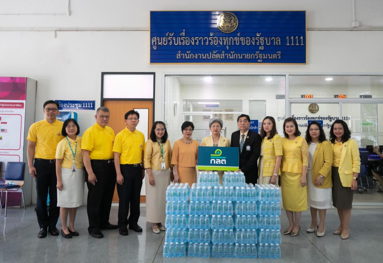 """ก.ล.ต. มอบน้ำดื่มบริการประชาชน """"งานพระราชพิธีบรมราชาภิเษก"""""""