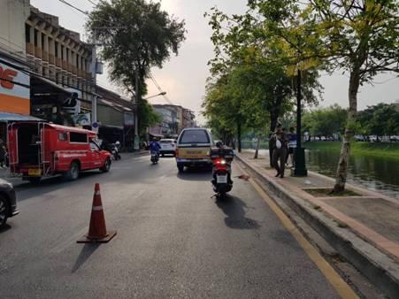 สลด!ตีนผีชน จยย.กลางเมืองเชียงใหม่แล้วหนี หญิงนิรนามหัวฟาดพื้นถนนดับสยอง