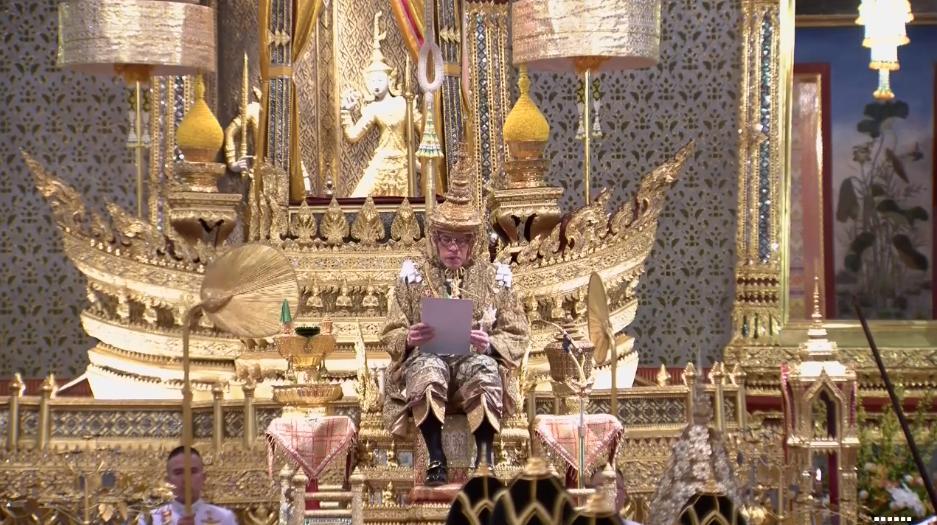 พระบาทสมเด็จพระเจ้าอยู่หัว มีพระราชดำรัสตอบหลังทรงรับถวายพระพร ขอทุกคนยึดประเทศ ปชช.ร่มเย็นเป็นเป้าหมาย