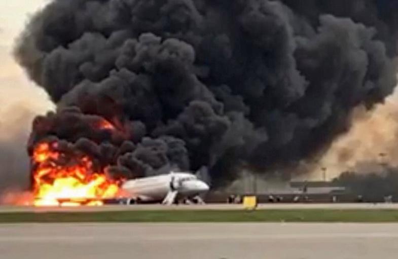 ยอดตายพุ่ง 41 ศพเครื่องบิน 'แอโรฟลอต' ไฟไหม้กลางอากาศ-ลงจอดฉุกเฉินที่มอสโก