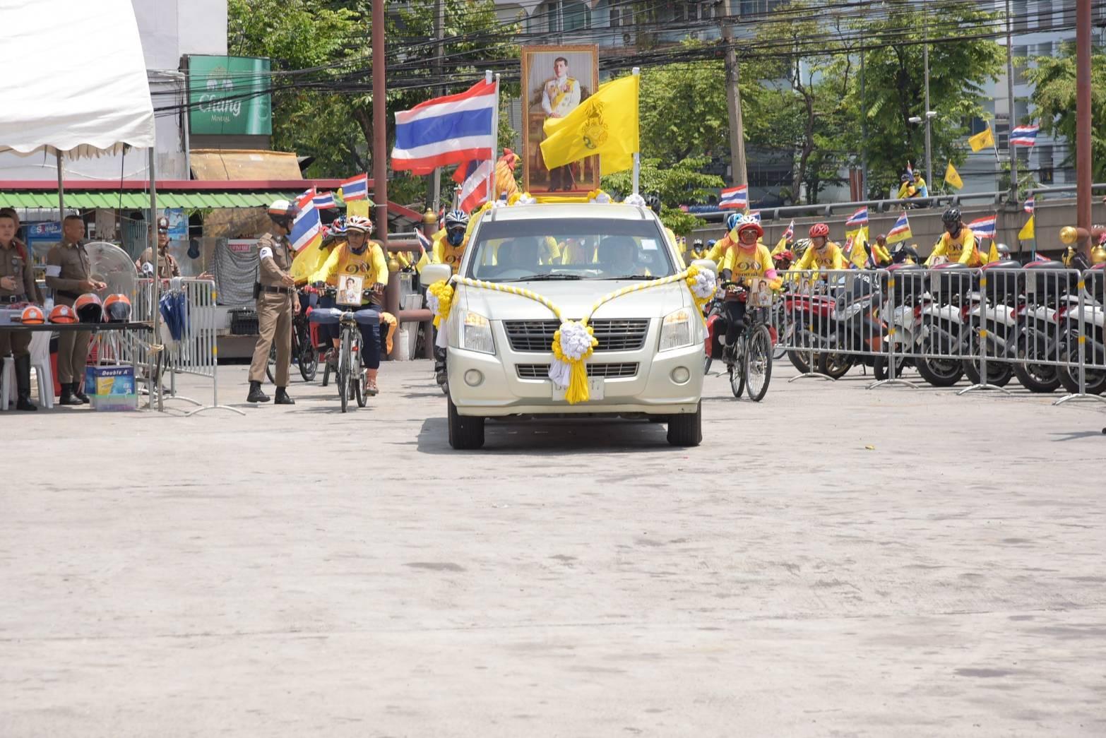 นักปั่นจักรยาน 4 ภาคเทิดไท้องค์ราชัน ถึง กทม.เข้าร่วมพระราชพิธีบรมราชาภิเษก