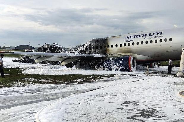 นักบินระบุ'ฟ้าผ่า'เครื่องแอโรฟลอต ต้องจอดฉุกเฉิน-เกิดไฟไหม้คนตาย41