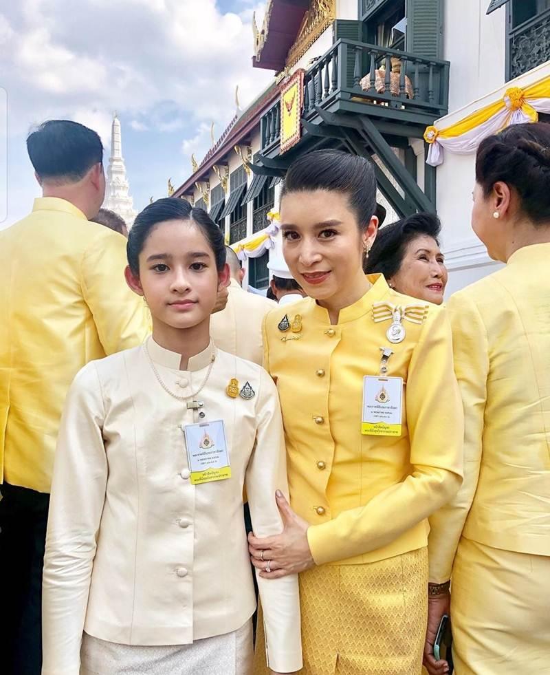 นันทมาลี ภิรมย์ภักดี [bing] พาลูกสาวมาร่วมงานด้วยความจงรักภักดี