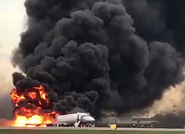 สื่อแฉนักบินแอโรฟลอตผิดพลาดหลายประการ ทำไฟลุกท่วมซูเปอร์เจ็ตคร่า41ศพ