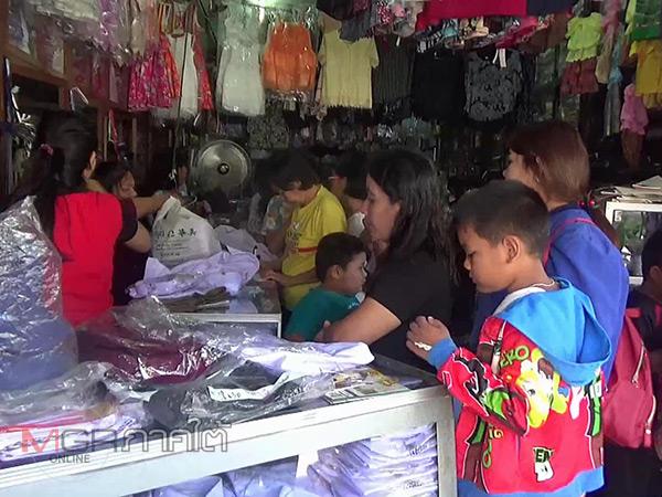 พิษยางปาล์มราคาตกทำยอดขายชุดนักเรียนเมืองตรังซบเซา